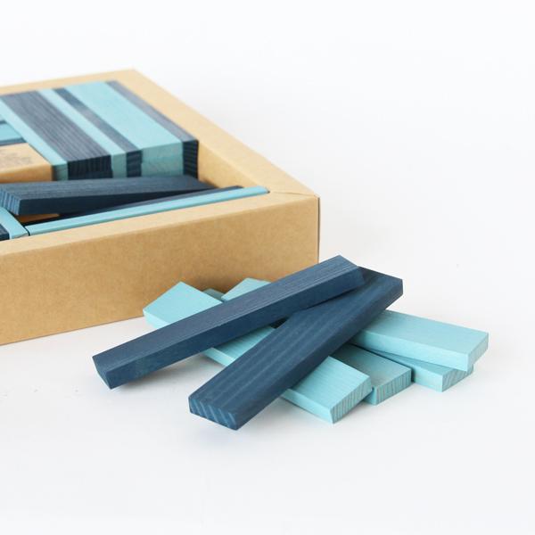 青と水色、2色のピースが入っています