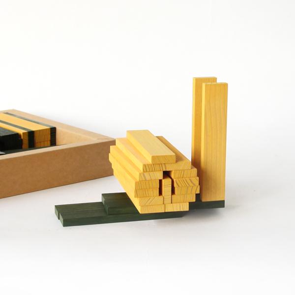 学校でも教育玩具として採用される等、子どもから大人まで楽しめる新たな造形ブロックとして、高く評価されています
