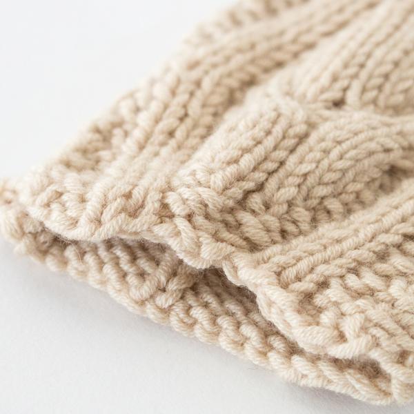 手触りの良さ、保温性、耐久性、静電気の起きにくさなど、機能的にとても優れたヤクの毛を使用しています