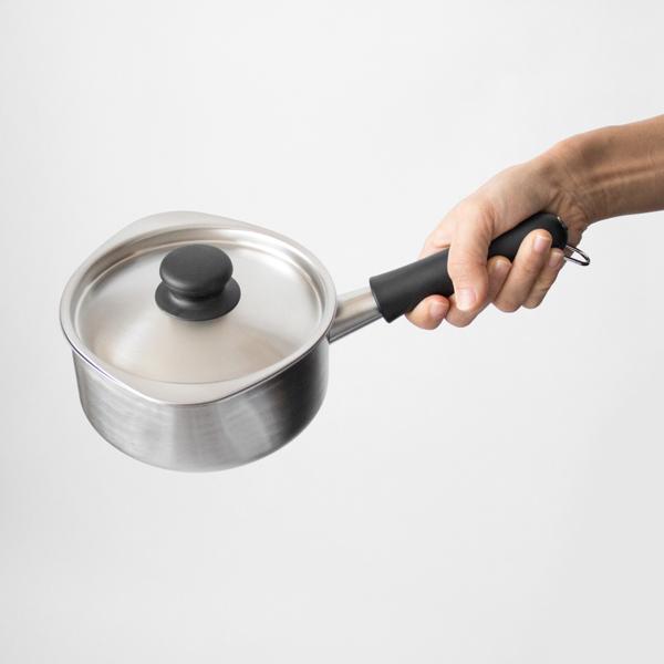 スープを作ったり、少量の野菜を茹でたりするのにちょうど良いサイズ