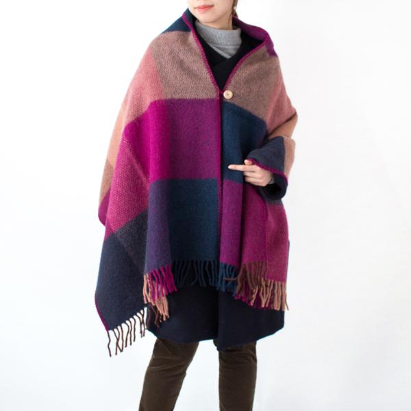 コートの上からも羽織れる大きさ(モデル身長:167cm)