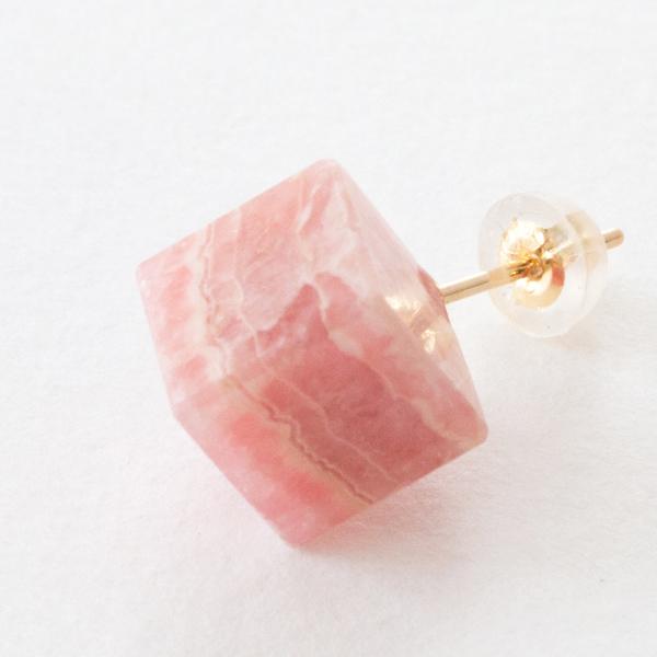 天然石を使用しているため、色合いや模様の出方には個体差がございます