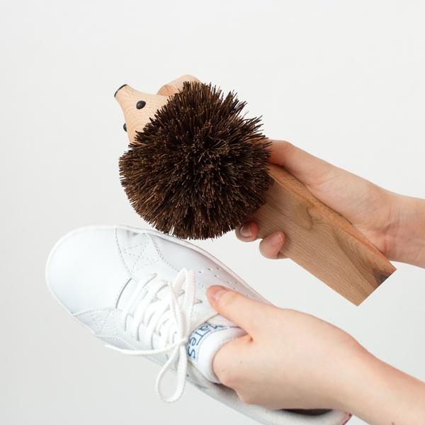 はりねずみの体部分は靴底などの汚れ落とし用ブラシにもなります