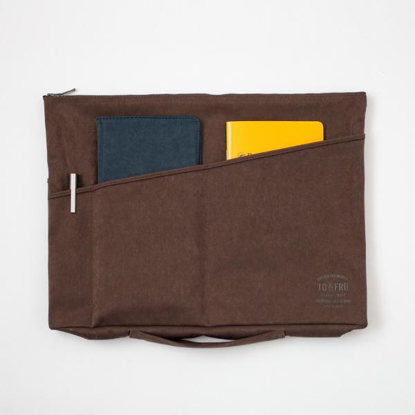 バッグインバッグ(別売のパスポートカバー、手帳、ペンなどが収まる外ポケット付き)