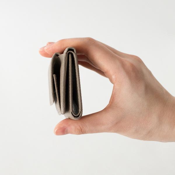 コンパクトなミニ財布です