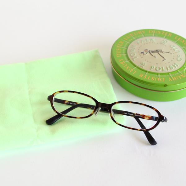 アクセサリーはもちろん、メガネ、ガラス、CD、OA機器などに