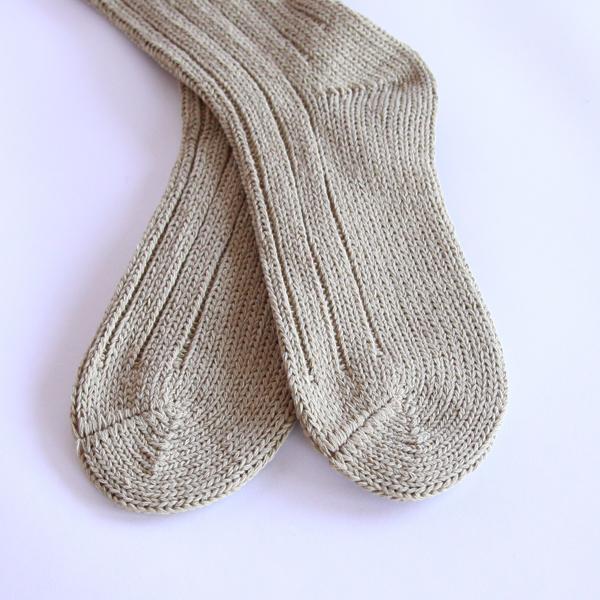 太めの手つむぎ糸が心地よく、足に優しくフィットします