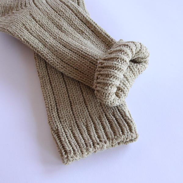 手つむぎ糸の魅力を感じるソックスです