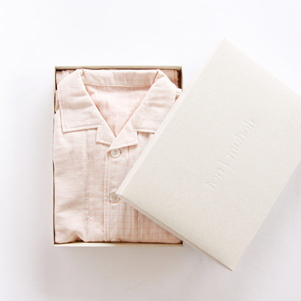 シンプルなパジャマは女性の方へのプレゼントに最適です