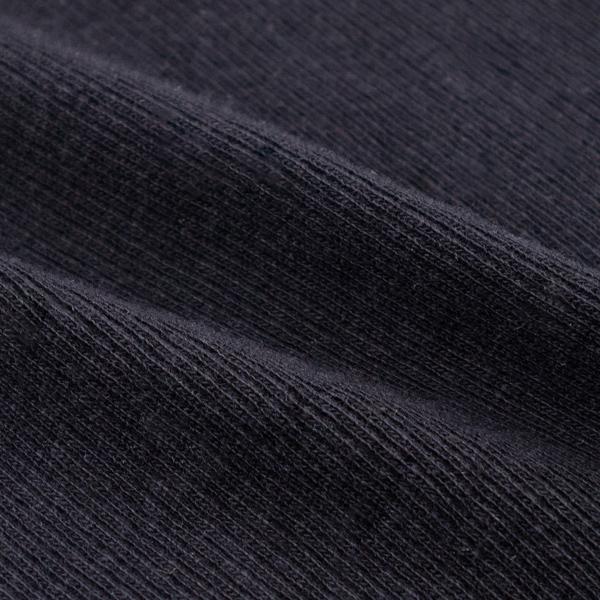細いリブを入れて丁寧に編み上げた伸縮性の高いニット(BLACK)