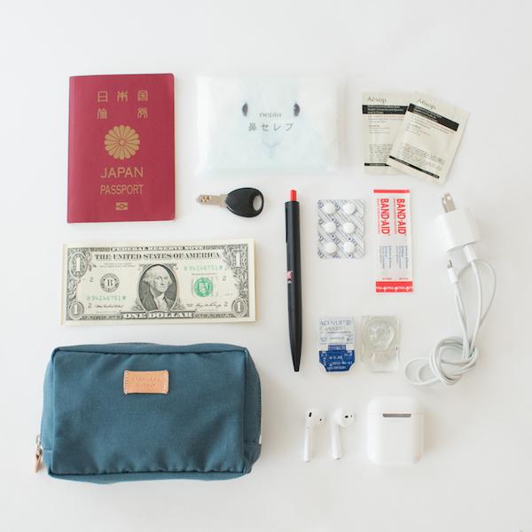 サイズMは、パスポートも入るので旅行時の貴重品入れとしても便利