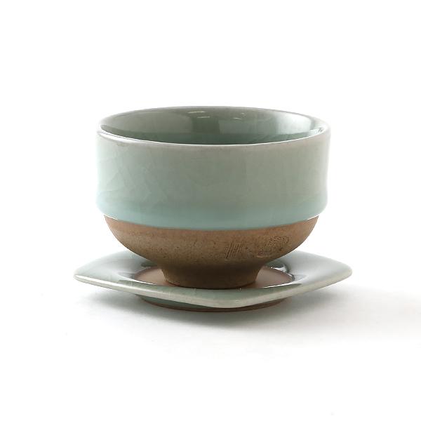 煎茶碗とあわせて(鍋島青瓷貫入)