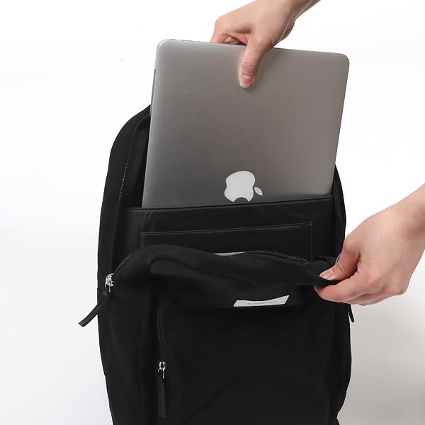 ノートPCが収納できるポケット付き
