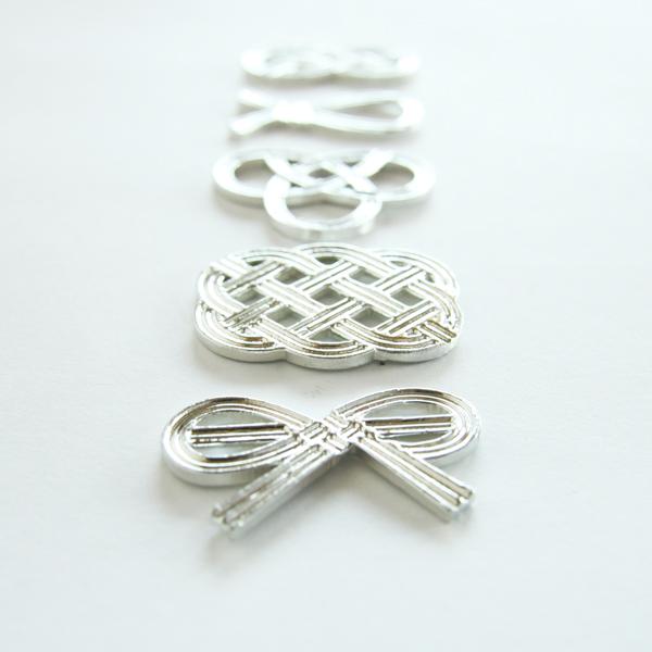 5種類の錫製の箸置きのセットです