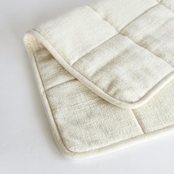 布と芯地を重ね、キルティングを施した、丁寧な造り