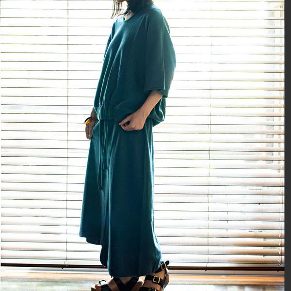 モデル身長:157cm(PEACOCK BLUE)