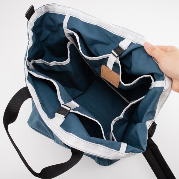 薄型ポケット×2、ボトルなどが収納できる側面ポケット×2