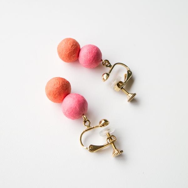 京都の手漉き和紙を素材にしたイヤリング