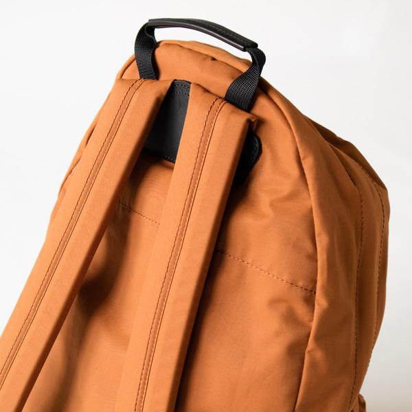 ショルダーパッドには厚さ10mmのウレタンパッドを入れた肩に優しい作り