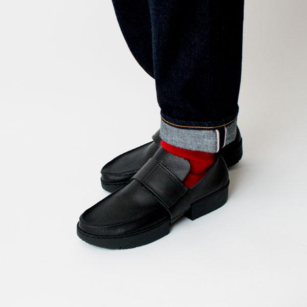 カラフルな靴下との組み合わせも楽しめます