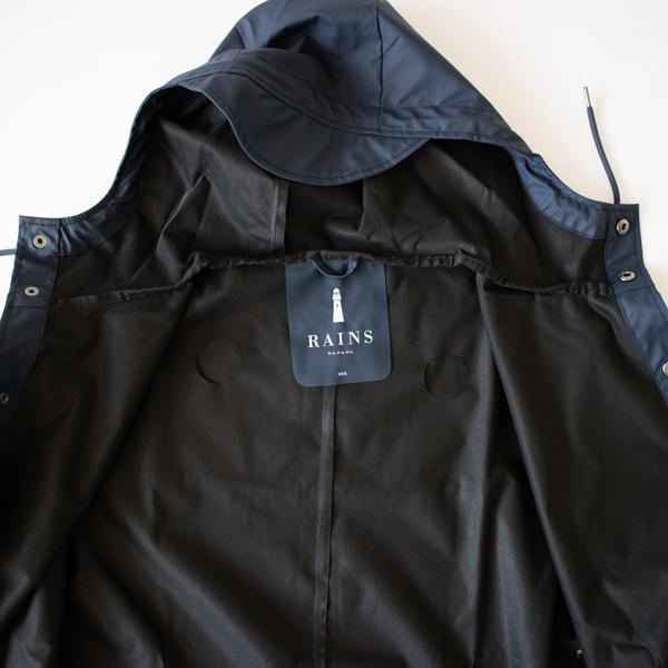 生地がさらりと滑らかで、薄手のコートを羽織った時のように良い着心地(NAVY)
