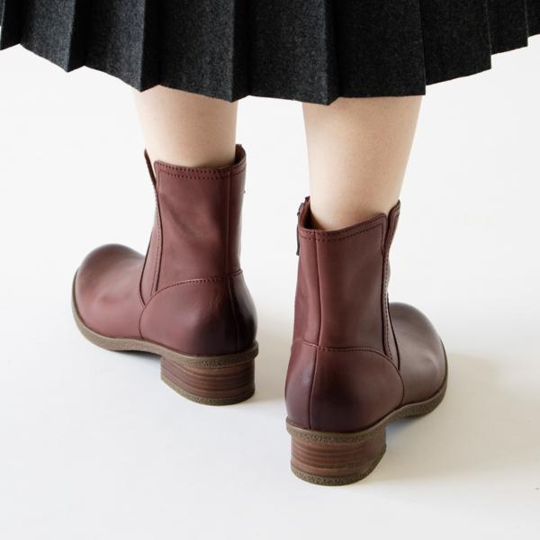 秋冬はもちろん、春先まで長く使えるショートブーツ