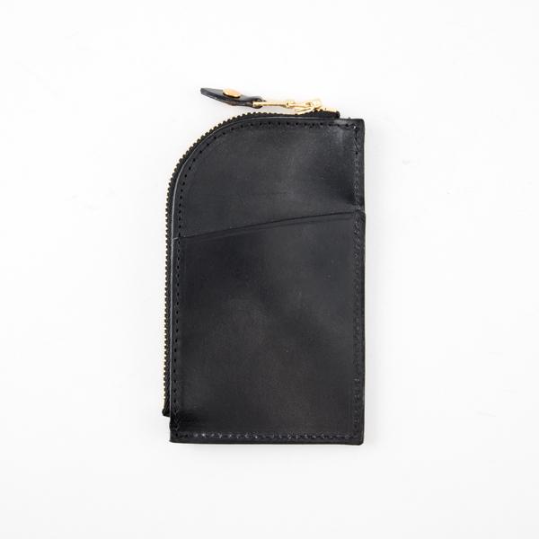 背面にはカードポケットが付いています