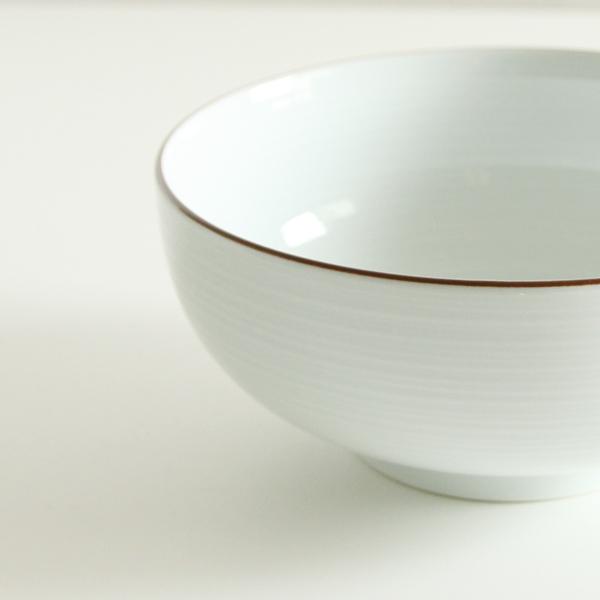 シンプルなデザインが白磁の美しさを引き出します
