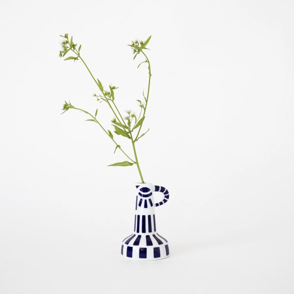 花を生けたイメージ(PAXAROFORMES)