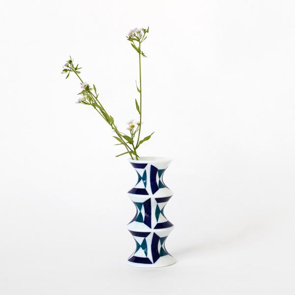 花を生けたイメージ(JARRONES 2)