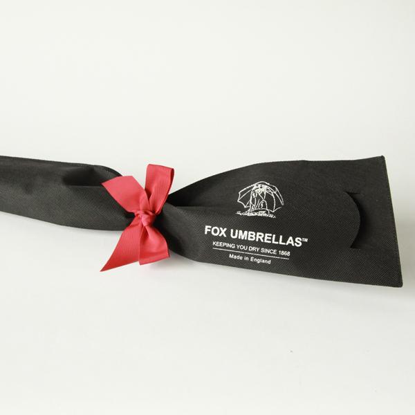 ブランドオリジナルの不織布のラッピング包装でお届け致します