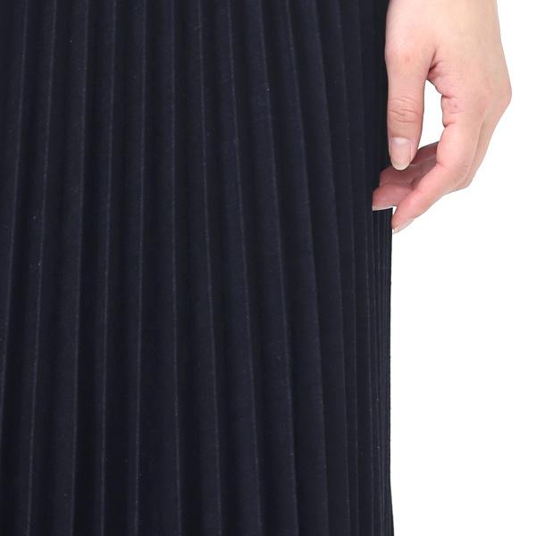 デニム地のプリーツスカート