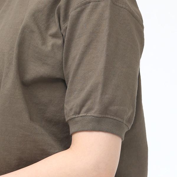袖はリブ仕様になっています