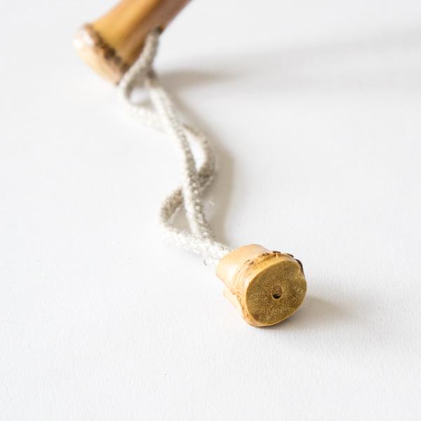 使わない時は紐を手首に通して持ち運びしてください