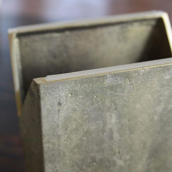 使ううちに味わいが深まる真鍮素材