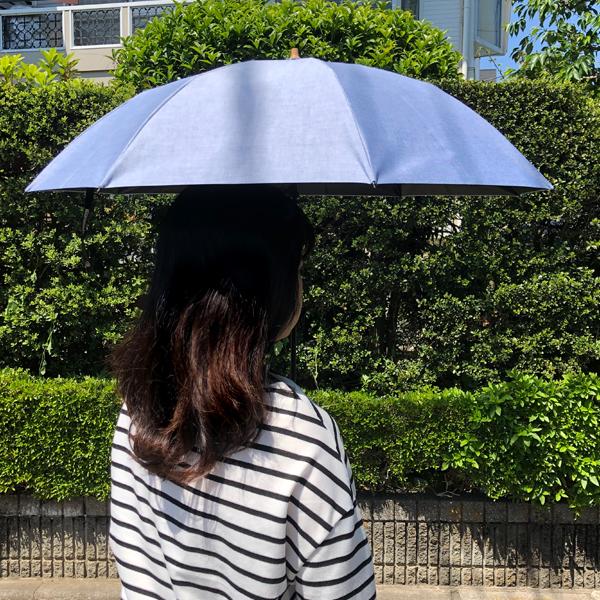 傘の下はしっかり日陰に
