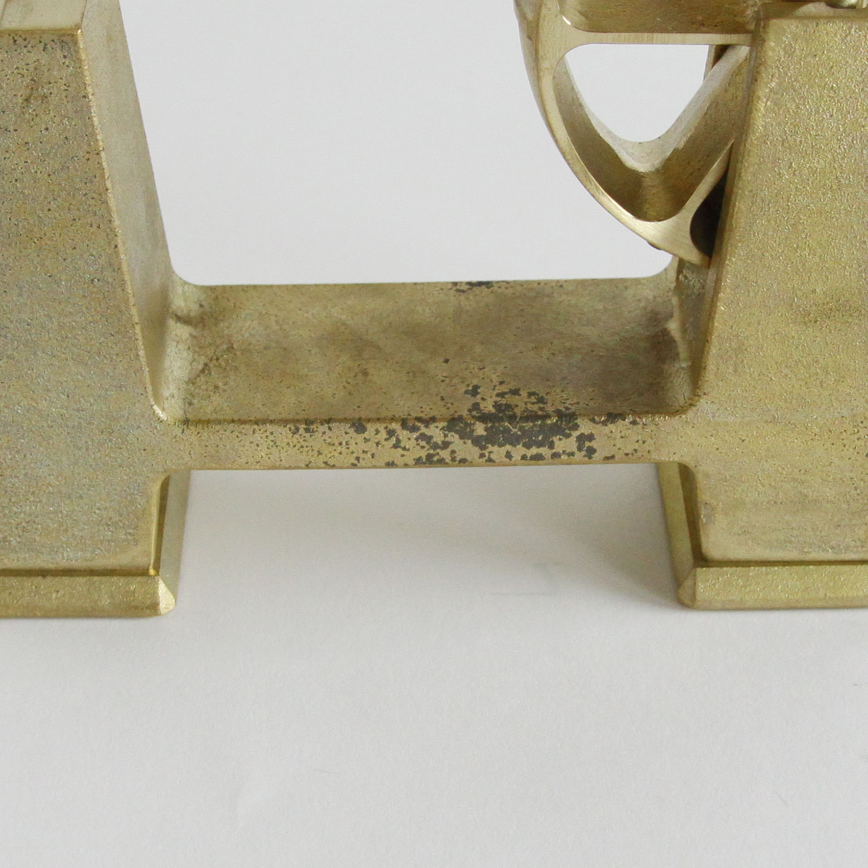 黒く見える部分も真鍮の特性。素材の特性をお楽しみください