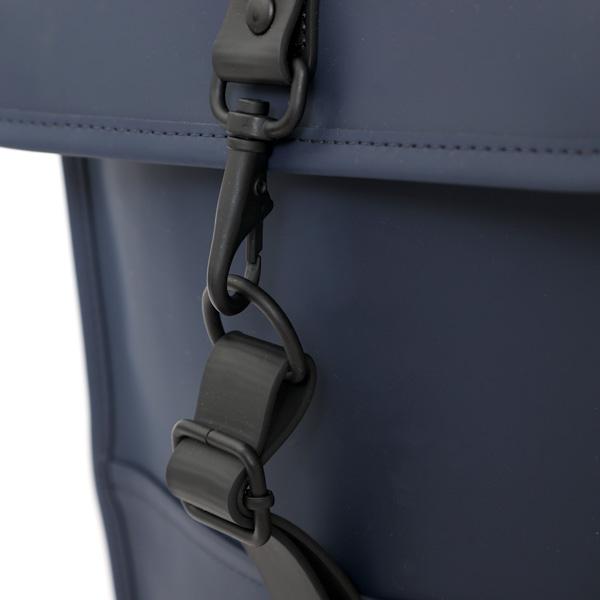 正面のフックは片手で簡単に取り外し可能