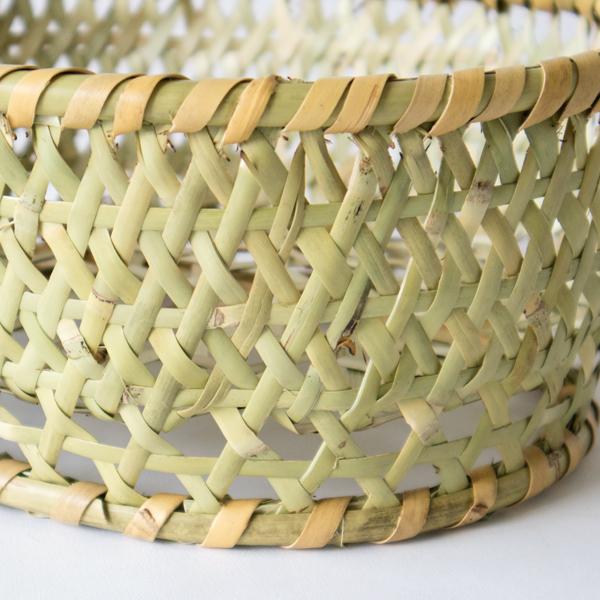胴部分の編み目は竹細工の基本である六つ目編み