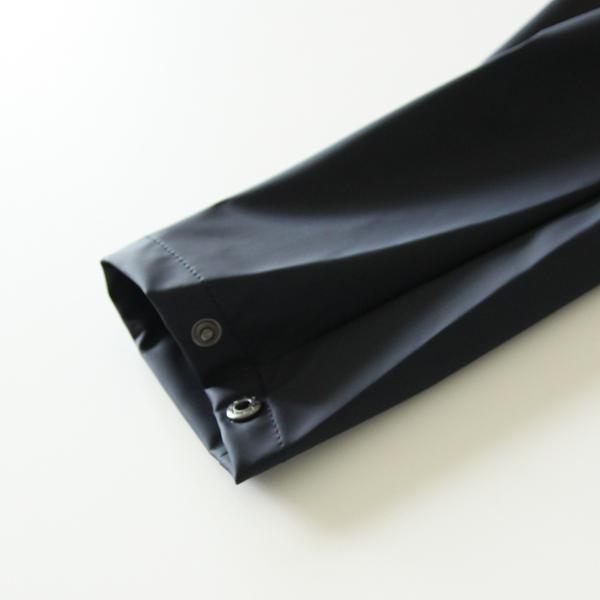 袖口の広さをスナップボタンで調節できます