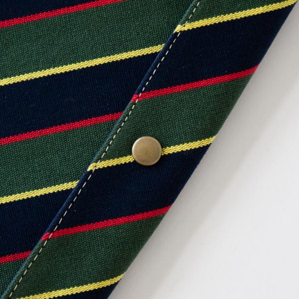 アンティークゴールドのボタンが伝統柄を引き立てます