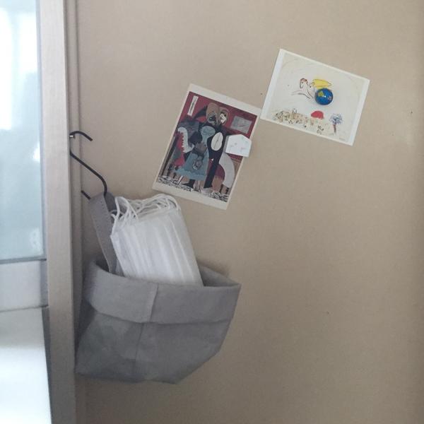 玄関でマスク入れに(ハンドル素材が旧仕様です)