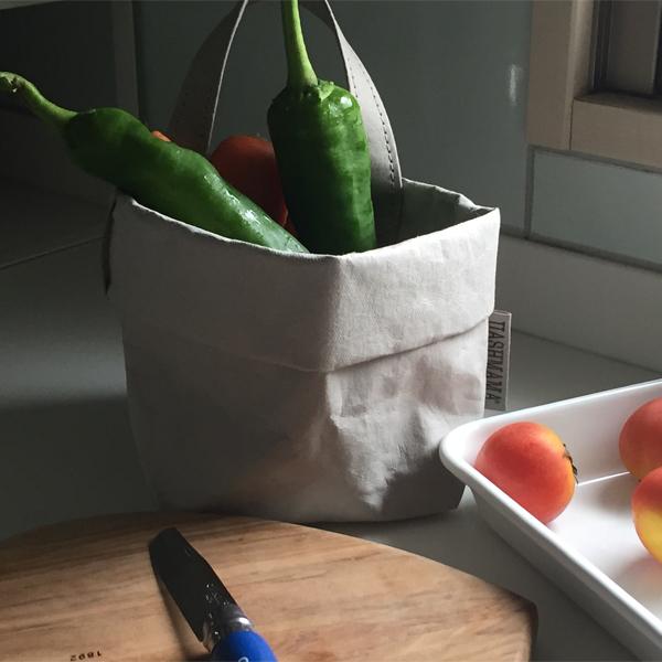 野菜のストック入れとして(ハンドル素材が旧仕様です)