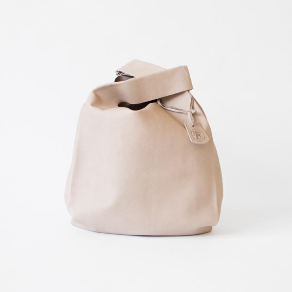レジ袋をモチーフにしたバッグ