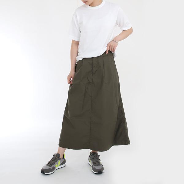 スカートとの相性も良いです