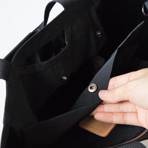 内ポケットはスナップボタンで固定