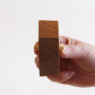 テープがしっかりとはまるよう、芯には傾斜がついています