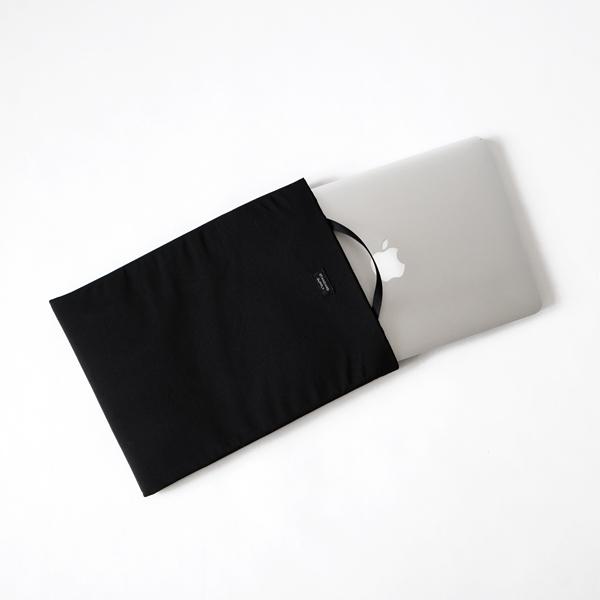 A4サイズ程度のPCやタブレットが入れられます