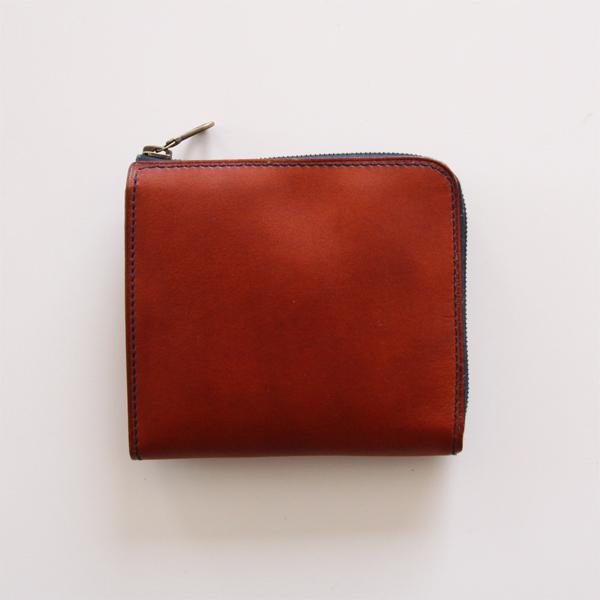 財布の2辺がファスナーになっています