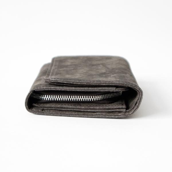 札入れスペースが深めの2つ折りタイプのお財布